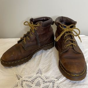 Vintage Dr. Martens brown distressed air cushioned leather lace up boots 39